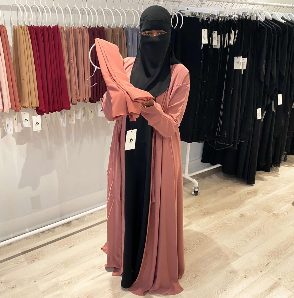 8 Lessons: E-Commerce Modest Fashion Brand Opens A Storefront